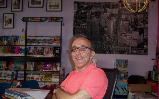 David Santo, Agente di Viaggio