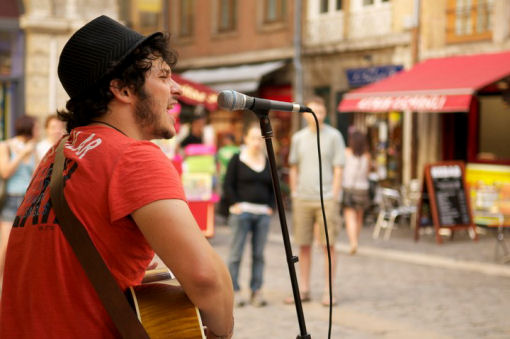 Matteo Terzi, musicista di strada on the road