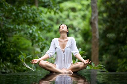 Donne che meditano meditazione