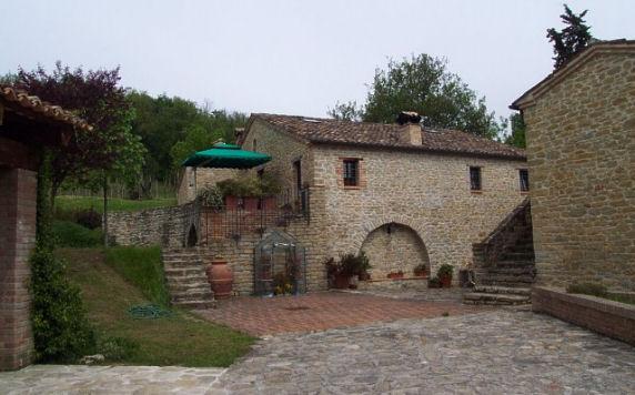 Marche vivere tra natura e borghi medievali voglio - Casali antichi ristrutturati ...