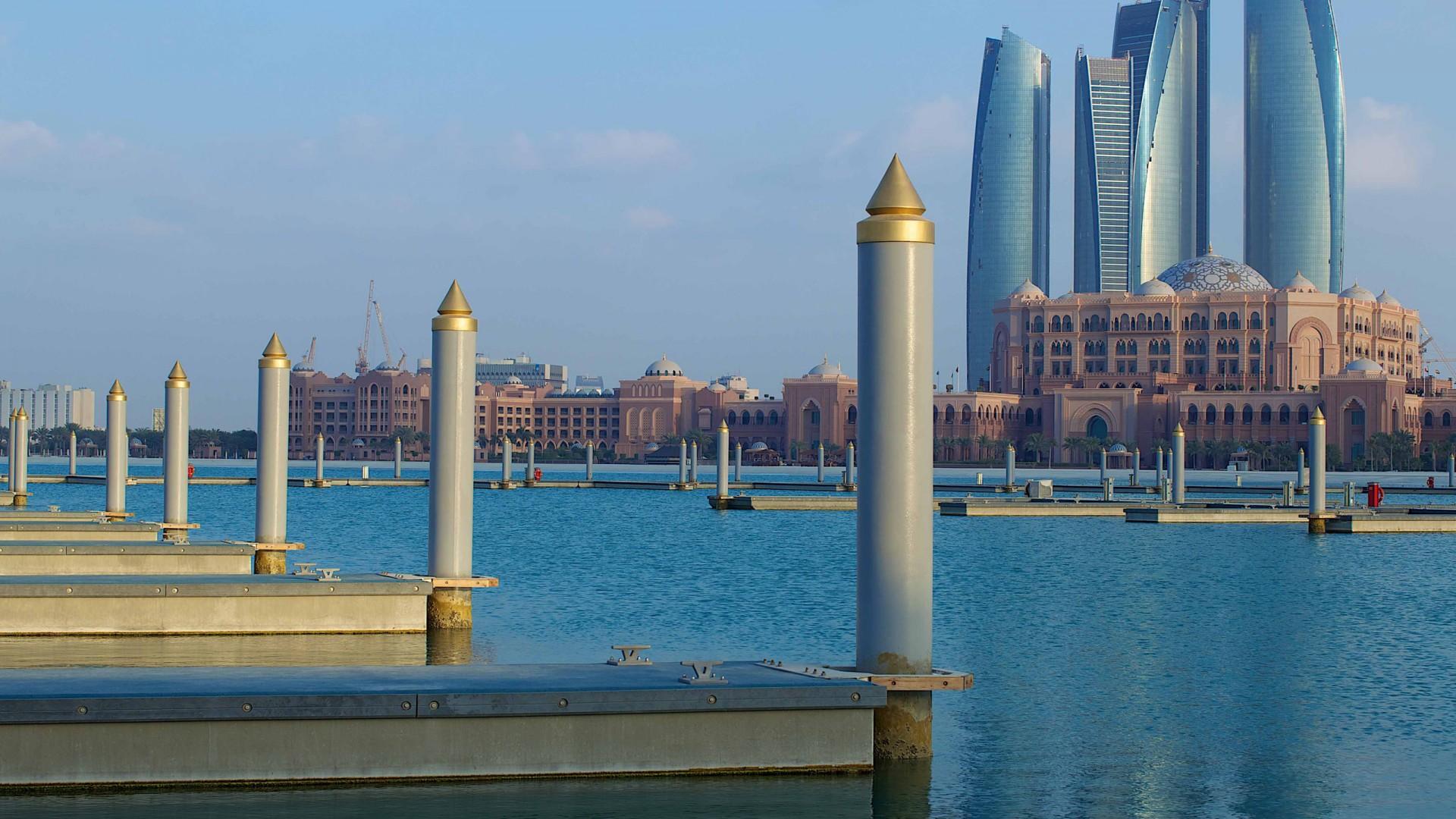 trasferirsi ad Abu Dhabi