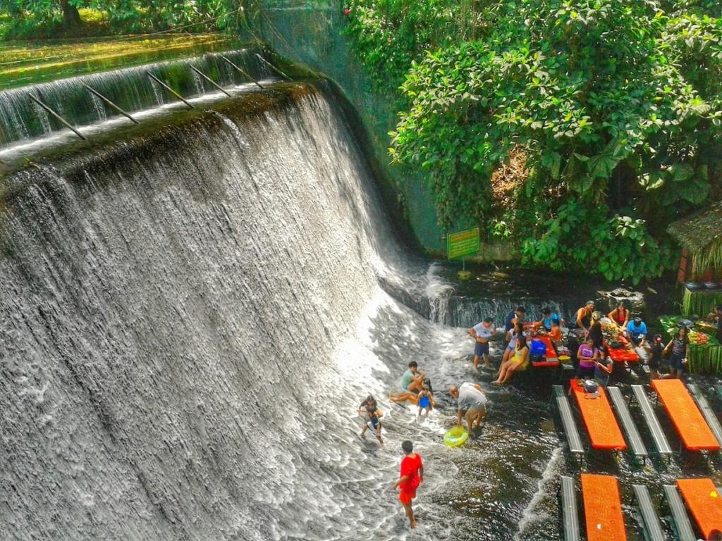 ristorante sotto la cascata filippine