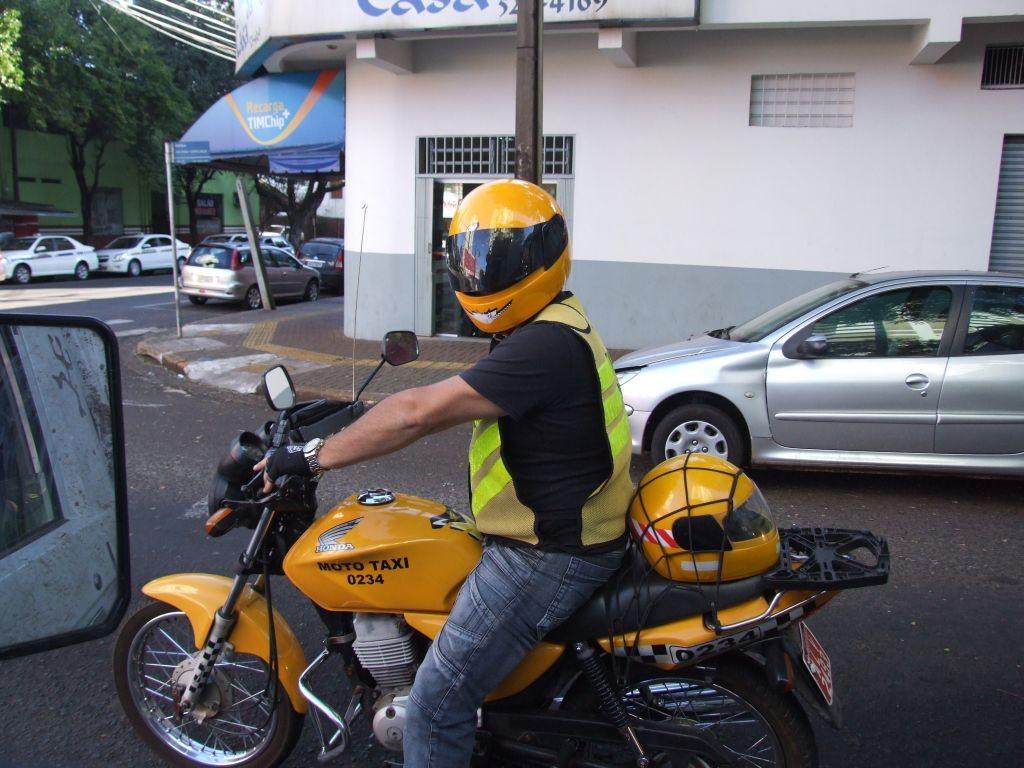 lavori strani - mototaxi in Brasile