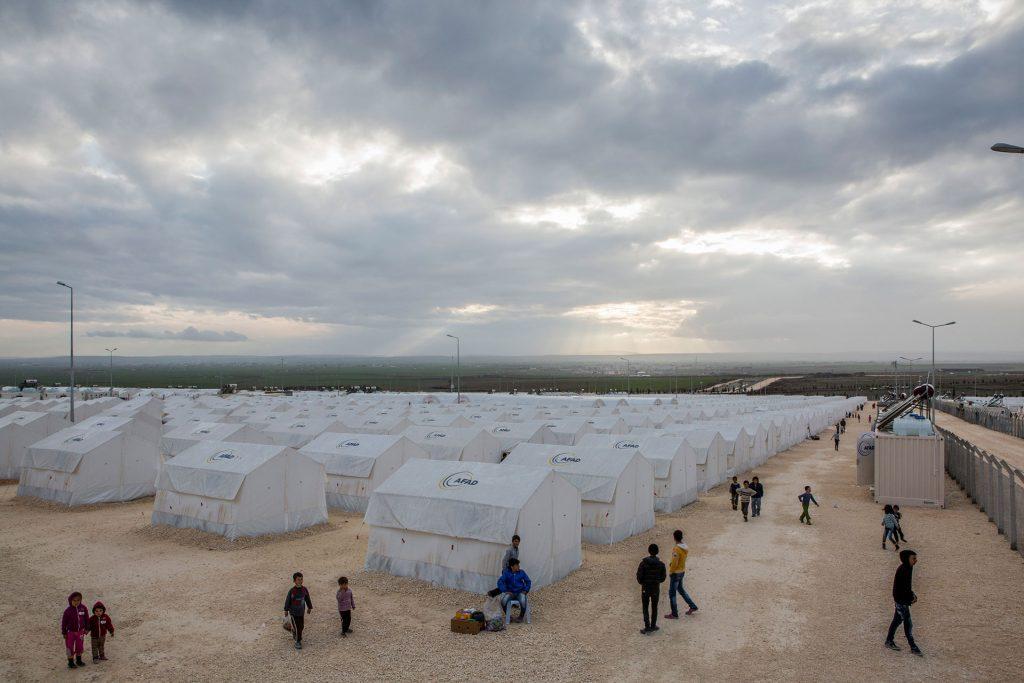UNHCR costruisce, da anni, i campi profughi