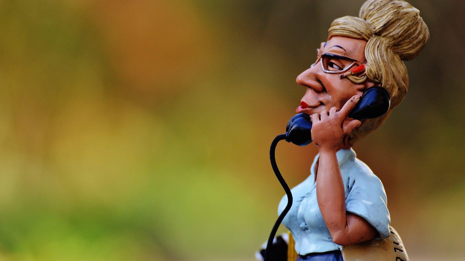 Rispondere al telefono in inglese come un inglese