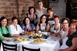 Il ristorante che assume solo nonne