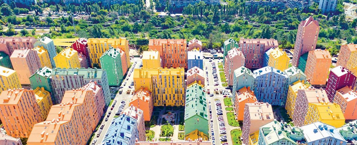 Case colorate e prezzi bassi: benvenuti a Comfort Town, il quartiere della felicità