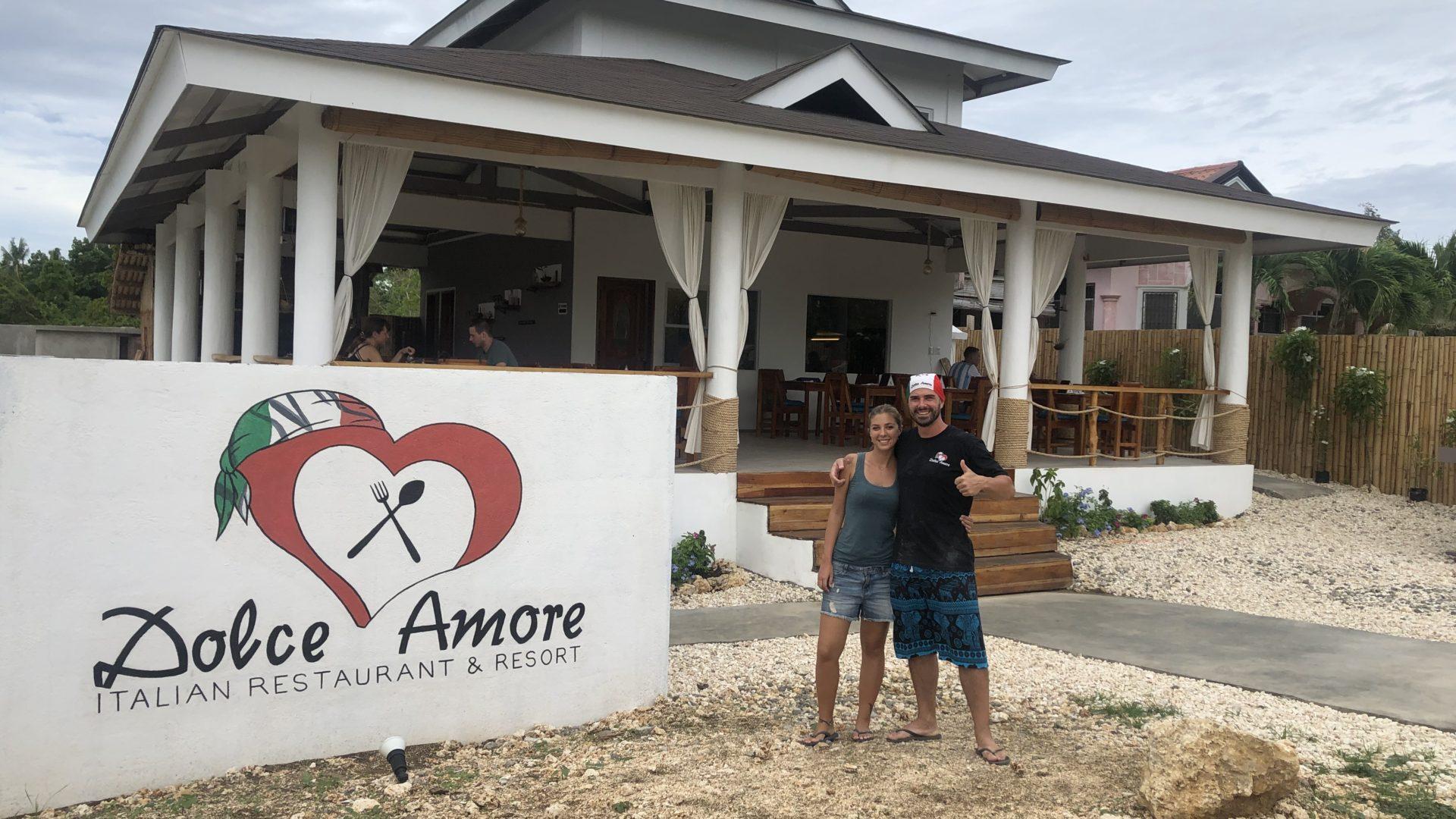 Giulia e Nicola e il loro ristorante nelle Filippine