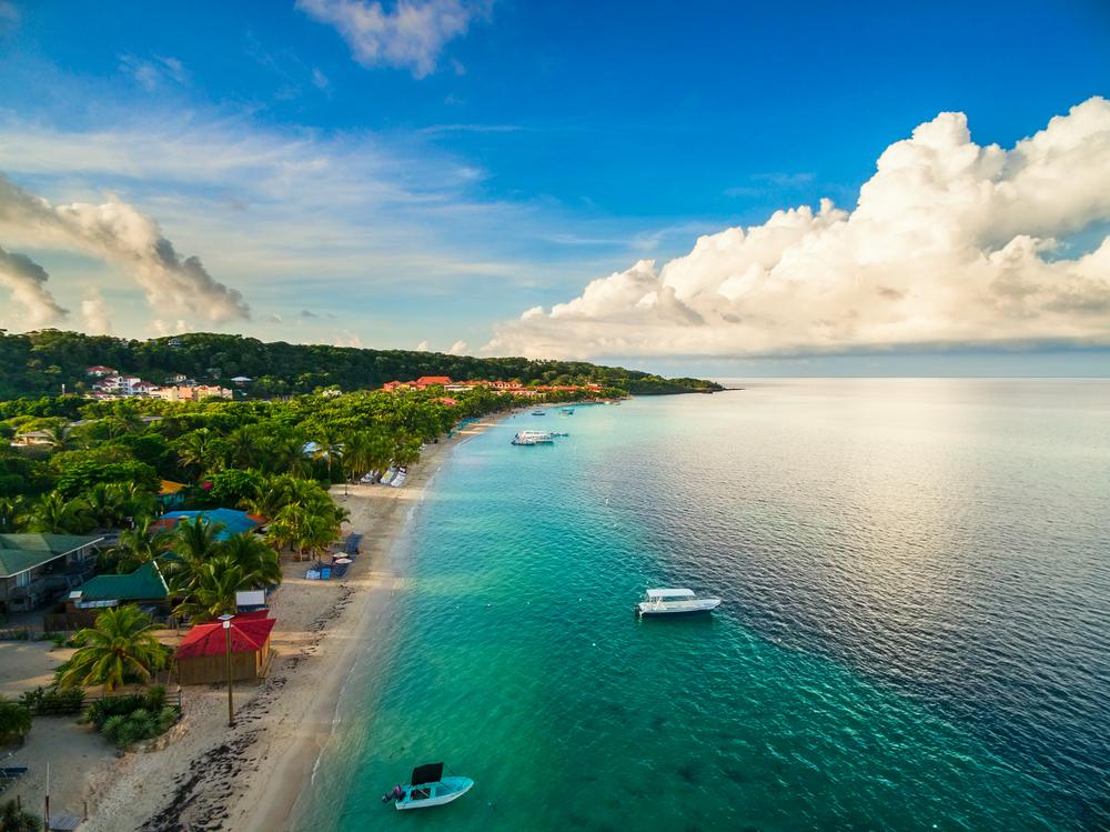 spiaggia di Roatán, Honduras - vivere ai caraibi