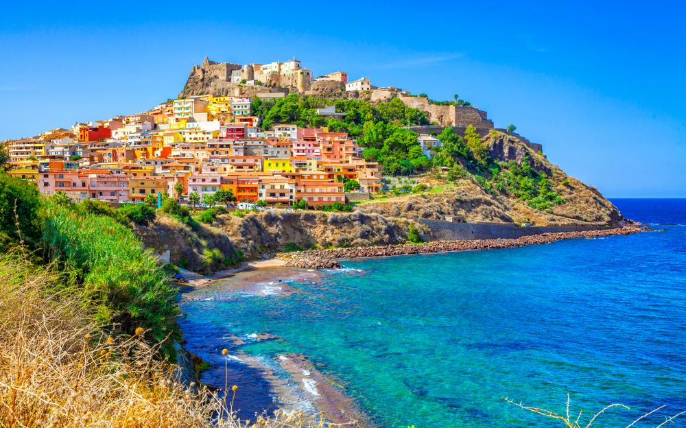 Dove comprare casa al mare a basso costo in Italia castelsardo sardegna
