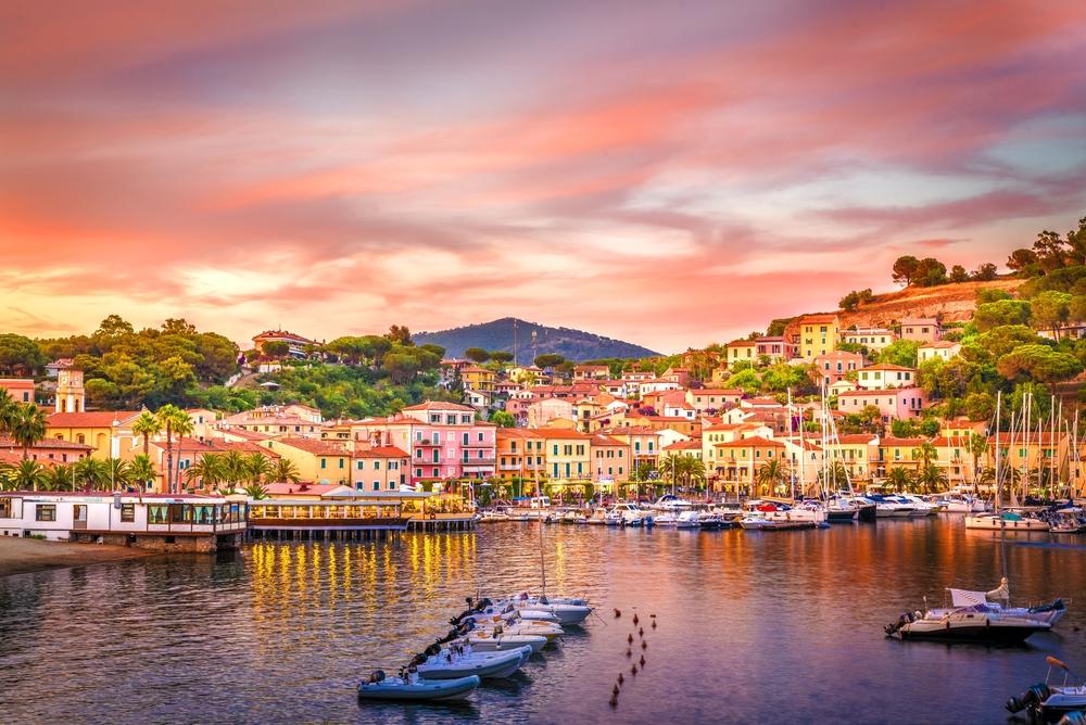 Dove comprare casa al mare a basso costo in Italia porto azzurro